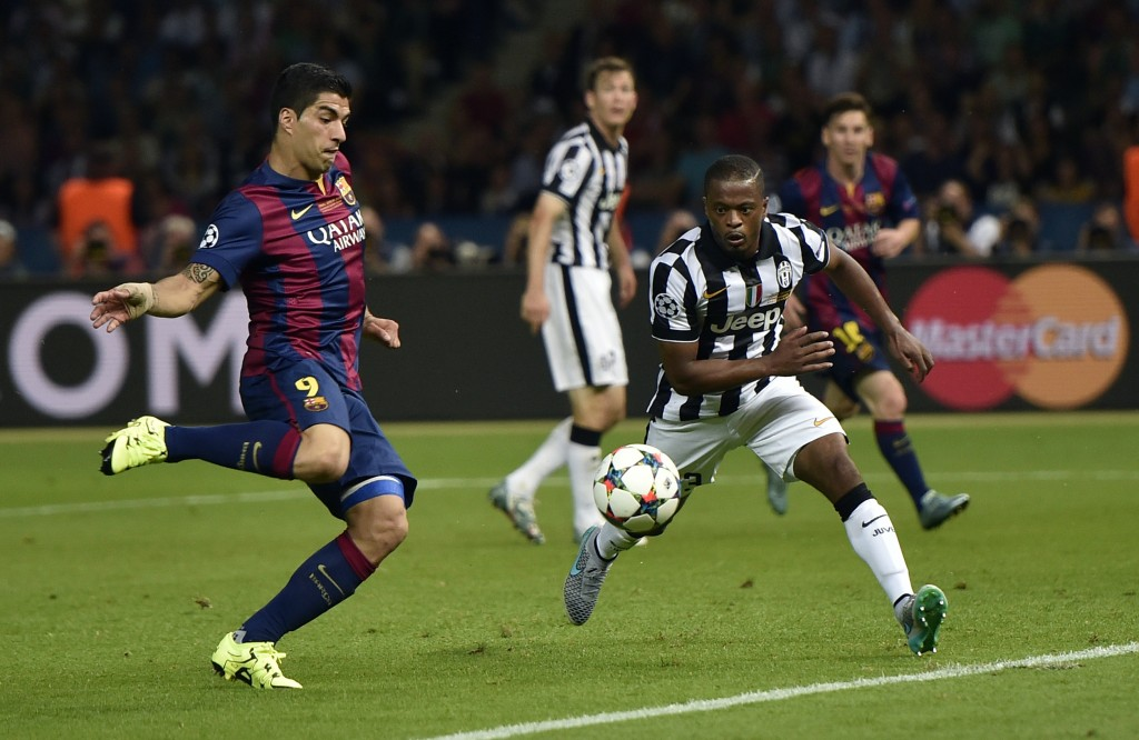 Barcelona's Luis Suarez, left, scores his side's second goal during the Champions League final soccer match between Juventus Turin and FC Barcelona at the Olympic stadium in Berlin Saturday, June 6, 2015. (AP Photo/Martin Meissner)