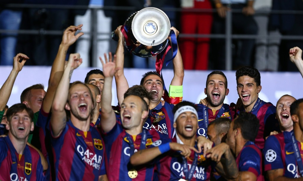 BERLIN, GERMANY - JUNE 06: Xavi Hernandez of Barcelona lifts the trophy as he celebrates victory with team mates after the UEFA Champions League Final between Juventus and FC Barcelona at Olympiastadion on June 6, 2015 in Berlin, Germany.  (Photo by Paul Gilham/Getty Images)